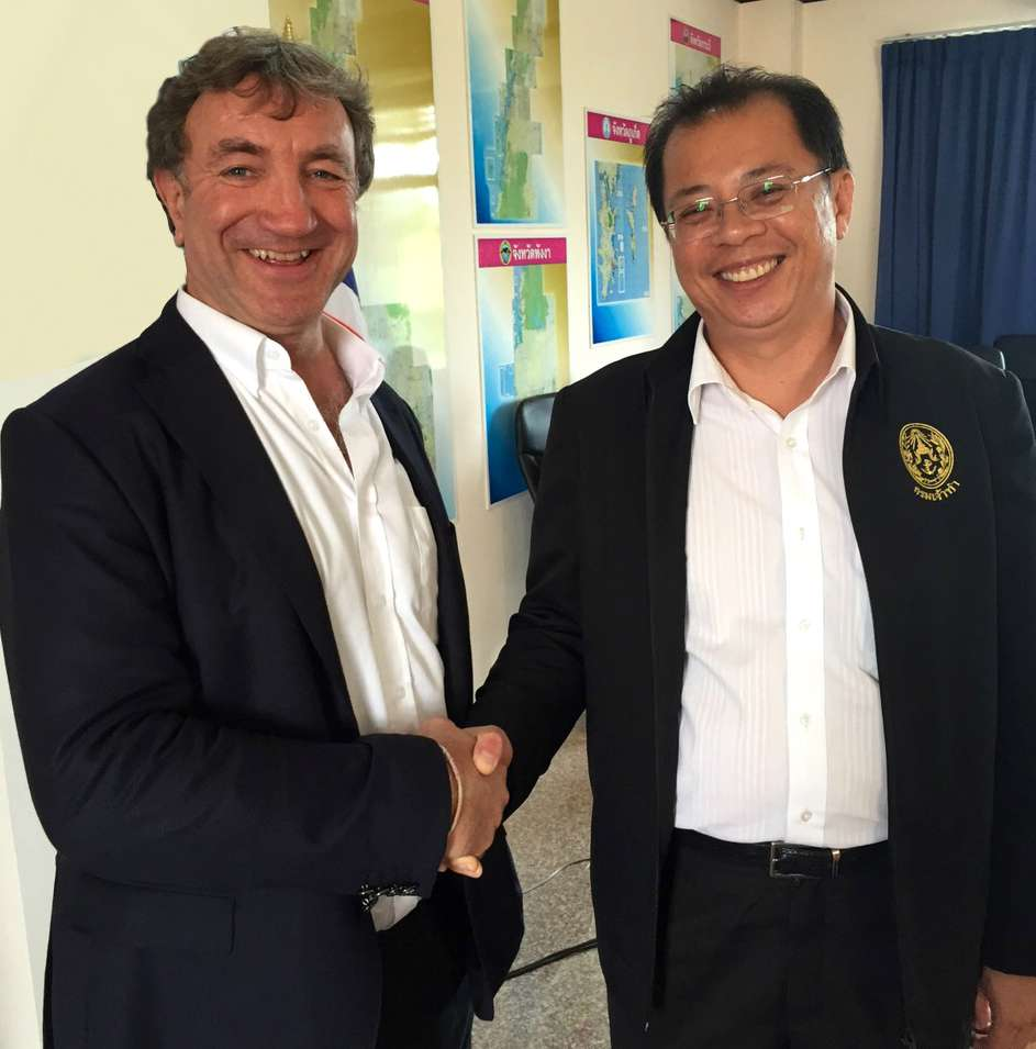 Andy Treadwell and Dr Chula Sukmanop, Director General of the Thailand Marine Department